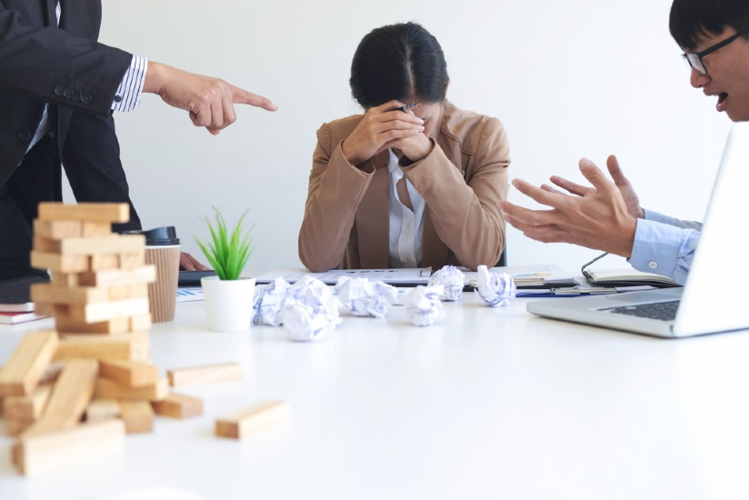 blaming-business-concept-senior-and-female-ceo-executive-manager-blaming-employee-for-mistake-or_t20_Wx2LOK
