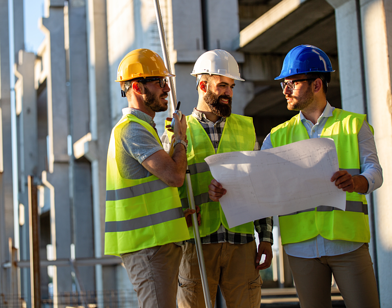 construction-engineers-discussion-with-architects